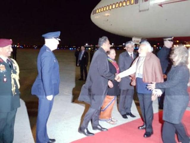 Prime Minister Narendra Modi arrives in Washington to attend the Nuclear Security Summit .