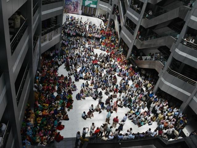 Bachchu Kadu,Mantralaya strike,Bachchu Kadu assaults official