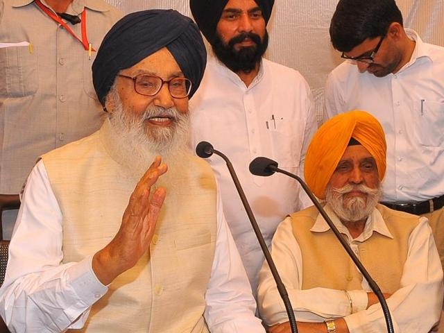 """Chief minister Parkash Singh Badal on Friday slammed the Aam Aadmi Party (AAP) calling it """"a band of fugitives""""."""