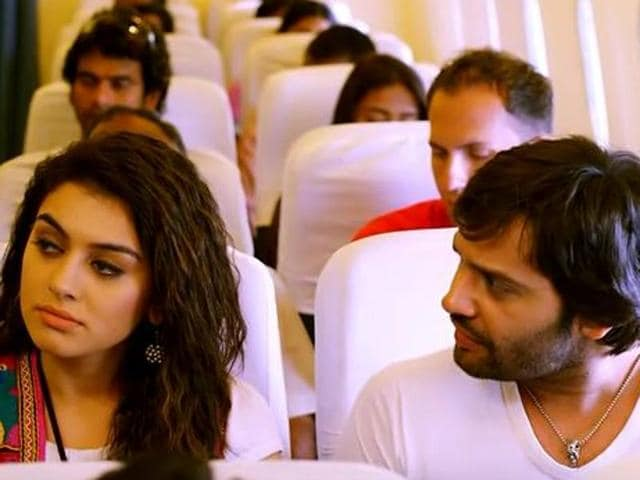 Uyire Uyire, starring Hansika Motwani and Siddhu, is unwatchable.