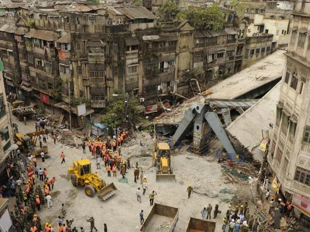 Two engineers who went into hiding since the tragedy said they were following a design that was approved by Jadavpur University engineering experts and were using materials and technology that were double checked by city authorities at every stage.(Samir Jana/ Hindustan Times)