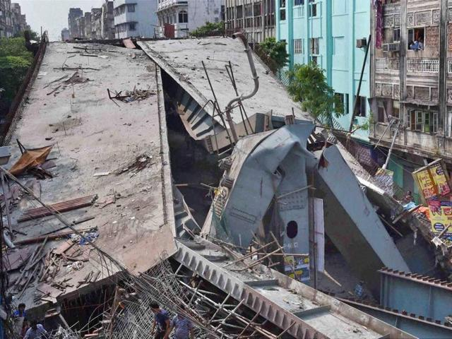 An under construction flyover collapses in Kolkata on Thursday.(PTI Photo)