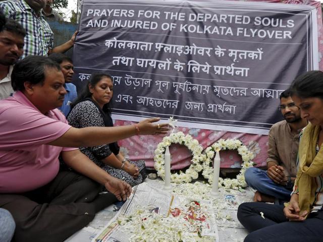 Kolkata flyover collapse,NDRF,Indian Army