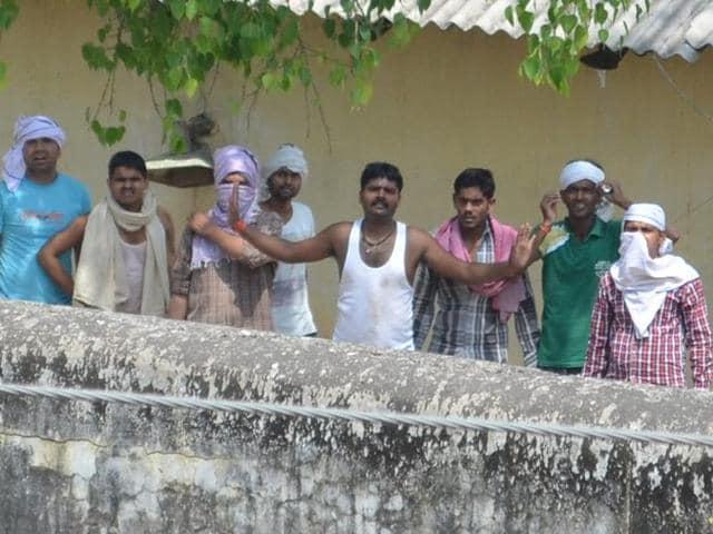 Varanasi jail,Jail inmates take officials hostage in Varanasi,Jail superintendent