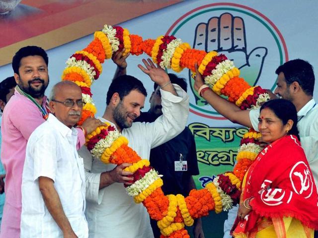 Congress leader Rahul Gandhi campaigns in Niyamatpur in Burdwan district.