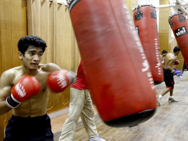 Indian boxer Shiva Thapa (56kg) ended his campaign with a silver medal after losing in the final of the Asian/Oceania Qualifying Tournament on Friday.