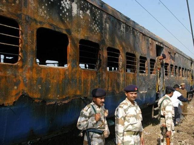 68 people were killed in the incident on February 18, 2007 near Panipat. It included both Indians and Pakistanis.(HT File Photo)
