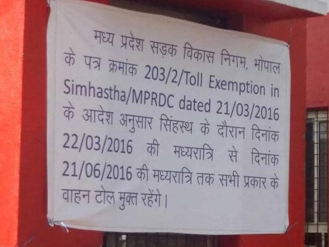 Notice of toll exemption for Simhastha put on Dewas Road toll plaza.