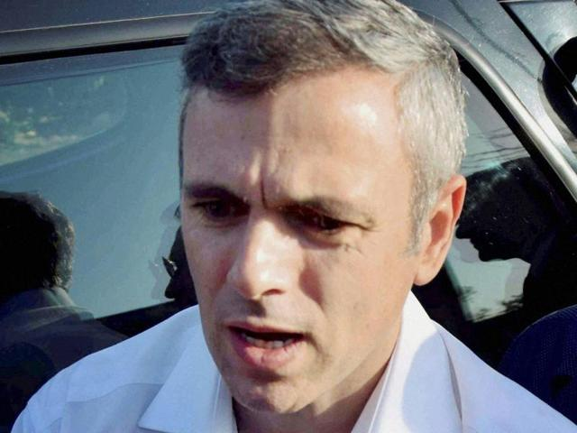 Omar Abdullah questioned the decision not to allow most of the electronic media organisations to cover live PDP chief Mehbooba Mufti's swearing-in as the chief minister.