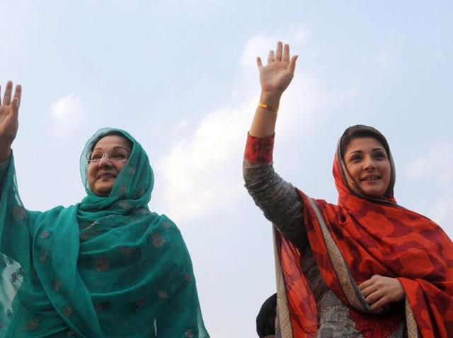 (FILES) In this photograph taken on May 4, 2013, the daughter of Pakistan's Prime Minister Nawaz Sharif Maryam Nawaz (R) and her mother Kulsoom Nawaz wave to supporters during an election campaign rally in Lahore.