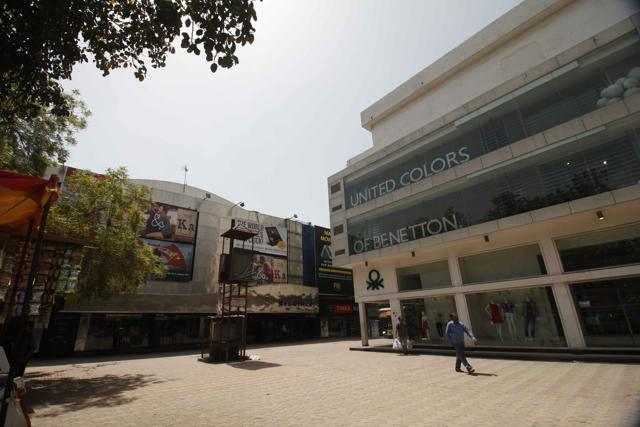 Basant Lok complex, which used to be one of its major hangout zones needs to be revamped. Built by the DDA in the 90s, work on its facelift project is yet to start.
