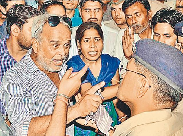 Close relatives of the Pilibhit fake enocunter convicts arguing with policemen outside the CBI court in Lucknow on Monday.