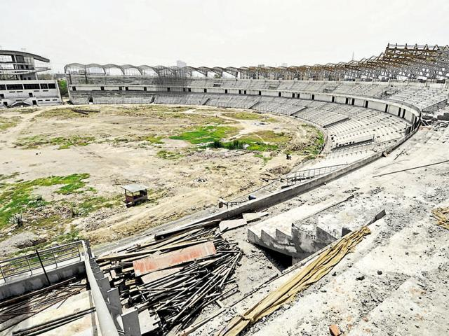 The Noida authority had set March deadline to finish construction of the stadium, but has now extended it to July.(Burhaan Kinu /HT Photo)