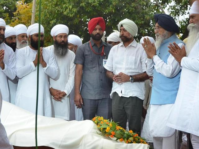 Punjab chief minister Parkash Singh Badal along with others during the cremation of Chand Kaur at Bhaini Sahib in Ludhiana on Tuesday.