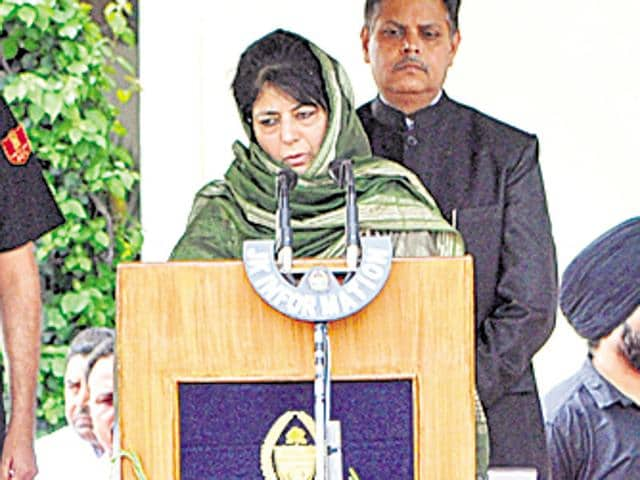 PDP leader Mehbooba Mufti (R) takes oath as the chief minister of Jammu and Kashmir on Monday.
