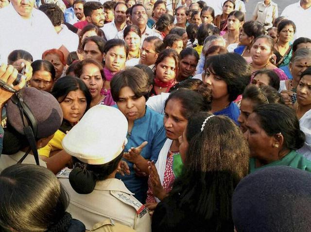Bhumata Brigade chief Trupti Desai, seeking worship by women at Shani Shingnapur, was detained along with her supporters at Nandurshingote, about 50 km from Nashik.