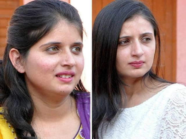 (L) Shilpa and (R) Komal who committed suicide by shooting themselves on Wednesday.