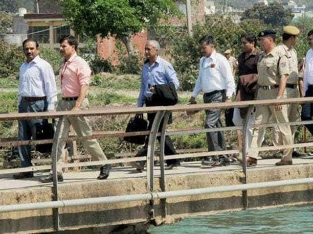 Pakistani joint investigation team during their investigation near Pathankot IAF base, where Jaish-e-Mohammed terrorists had attacked in January.(PTI)