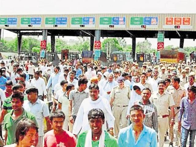 Locals said the toll plaza is not the only problem. The Delhi-Gurgaon Expressway divides the villages into two, making it difficult to go from one part to the other.