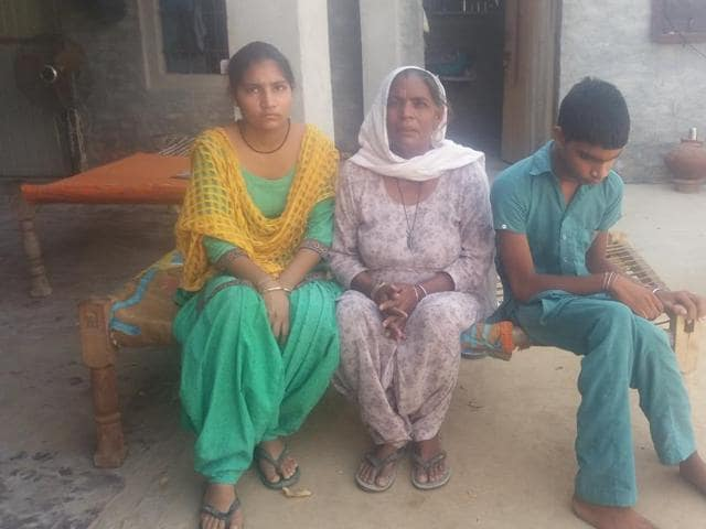 Surjeet Kaur's (centre) son  Ranjeet Singh  committed suicide in 2013 after the debt mounted to Rs 4 lakh. He isurvived by his wife, a daughter and a mentally challenged son.