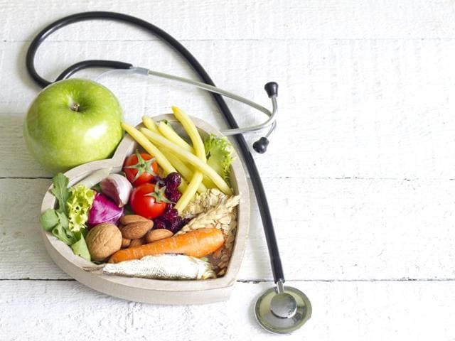 Doctors recommend walking 150 minutes per week and eating fresh fruits and vegetables as much as possible to keep diabetes at bay.
