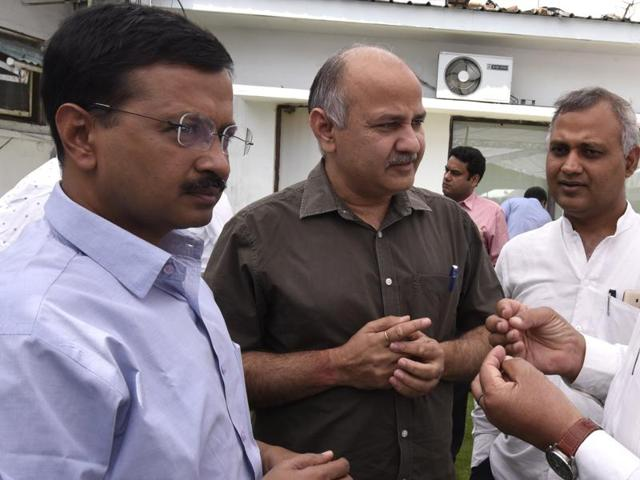 Delhi chief minister Arvind Kejriwal (L) with deputy chief minister Manish Sisodia (C) and AAP MLA Somnath Bharti (R) at Delhi Vidhan Sabha.