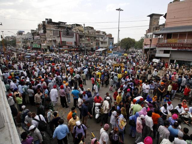 Municipality workers demolished a water kiosk in Chandni Chowk, leading to members of the Sikh community protesting against the encroachment demolition drive. The drive was by the Delhi high court.
