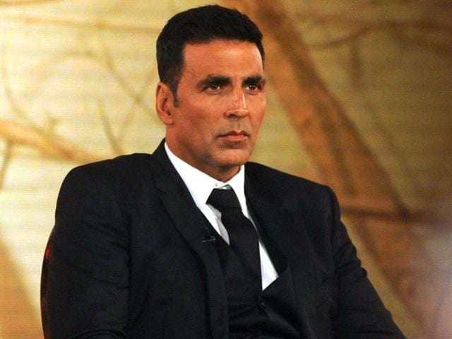 Actor Akshay Kumar was detained at Heathrow Airport for not having a valid visa. The actor arrived  in London to shoot for his upcoming film,  but was made to wait at the airport.