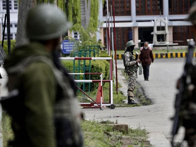Situation at the NIT Srinagar continued to be tense on Thursday following tensions between the local and non-local students of the institute, in Kashmir.(PTI Photo)