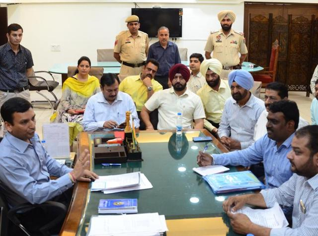 Parents' agitation,Fee hike row,Ludhiana deputy commissioner