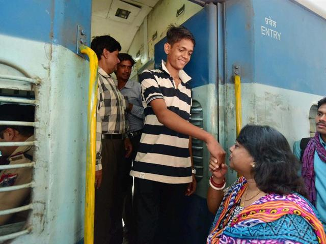 Ramzan, 16, a Pakistani boy stuck in Bhopal for more than two years, leaving for Bangladesh from Amarkantak Express in Bhopal on Wednesday.