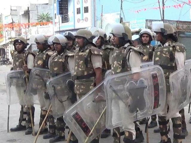 Police personnel in Seoni town after clashes erupted between Hindus and Muslims after a procession on Friday evening.