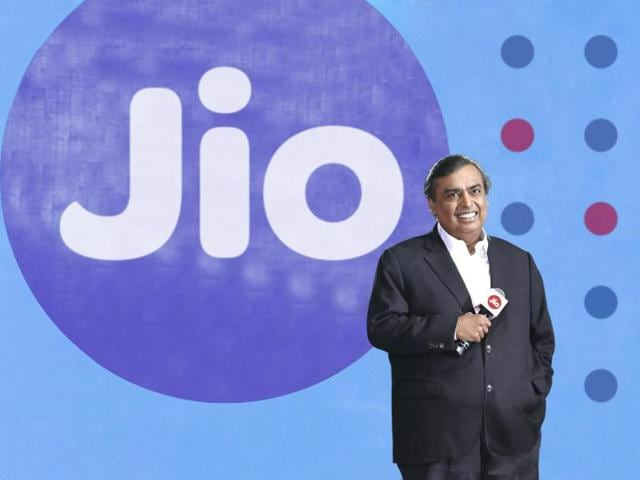 Reliance Jio and RCOM have entered a spectrum trading-cum-sharing deal which requires them to move the CDMAcustomers to 4G