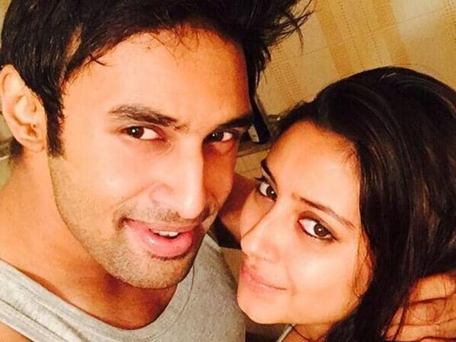 Rahul Raj Singh and Pratyusha Banerjee. The police is trying to find who took Rs 24 lakh from the actress' bank account.
