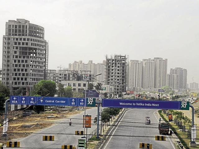 Residents of colonies in new sectors adjoining the expressway say they prefer to avoid peak hour rush.