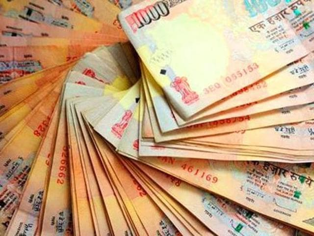 A Pakistani national and five Nepalese men from a major fake currency racket were arrested today by Nepal Police who also seized fake Indian currency notes with a face value of Rs 10 million.