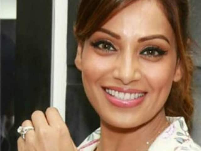 Actor Bipasha Basu's diamond ring can be fans' reason for envy. She was clicked wearing this at an event in Delhi on  March 31.