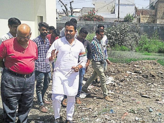 Youth Congress leader Bunny Khera showing the stagnant water and the garbage dumped in the civil hospital premises to the senior medical officer in Nabha.