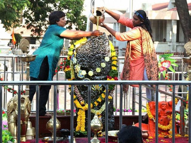 hmednagar: Bhumata Brigade chief Trupti Desai offering prayer at the Shani Shingnapur temple after the gates were opened for women, in Ahmednagar on Friday, April 8, 2016.(PTI)