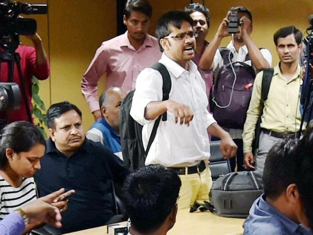 Shoe hurled at Arvind Kejriwal