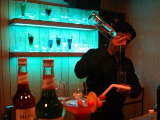 Why is kicking the habit so difficult? What does alcohol do to our brains? (Arun Mondhe/HT photo)