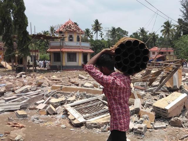 Puttingal temple tragedy,Puttingal temple fire,Paravur Puttingal temple