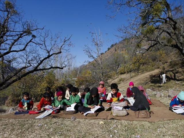 A school near the Indo-Pak border. Kashmiri was compulsory in schools up to Class 6 from 1947 to 1953. But after 1953, the enthusiasm for it petered out.