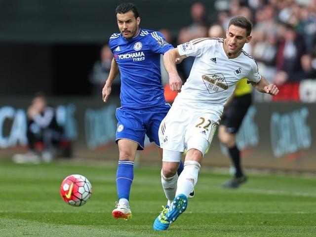 Gylfi Sigurdsson scored the winner to end Chelsea's 15-match unbeaten run.