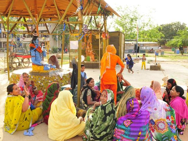 At the municipal park in Dhanas, women routinely hold a 'kirtan' (prayer) next to some Hindu idols.