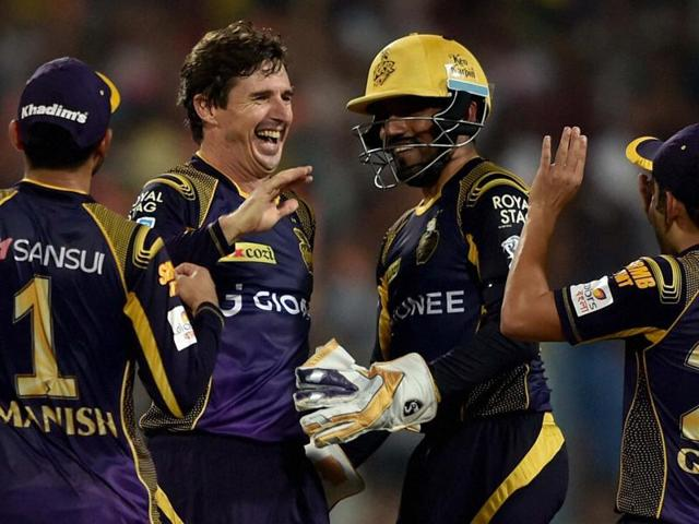 KKR Bowler Brad Hogg jubiliate with his teammates after dismissal of Delhi Daredevils batsman Pawan Negi.