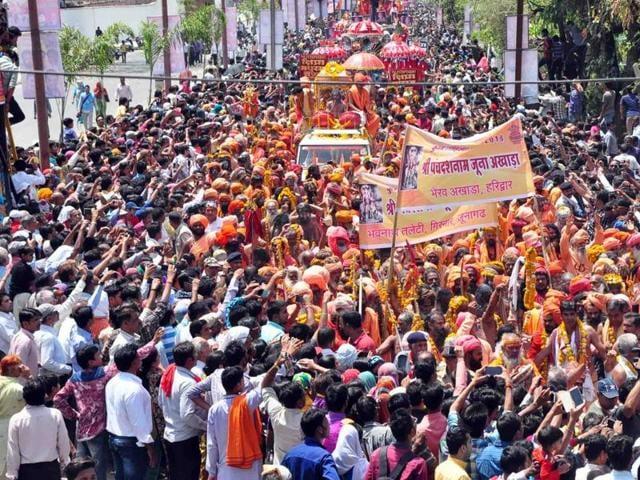 Peshwai of awahan akhara was taken out in Ujjain on Sunday.(HT photo)