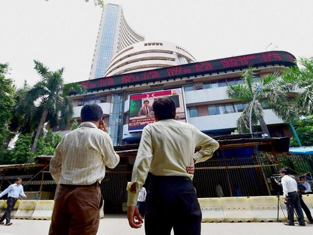 Investors outside the Bombay Stock Exchange.(PTI)