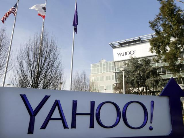 The owner of Britain's Daily Mail is in early discussions over a bid for ailing US internet company, Yahoo.