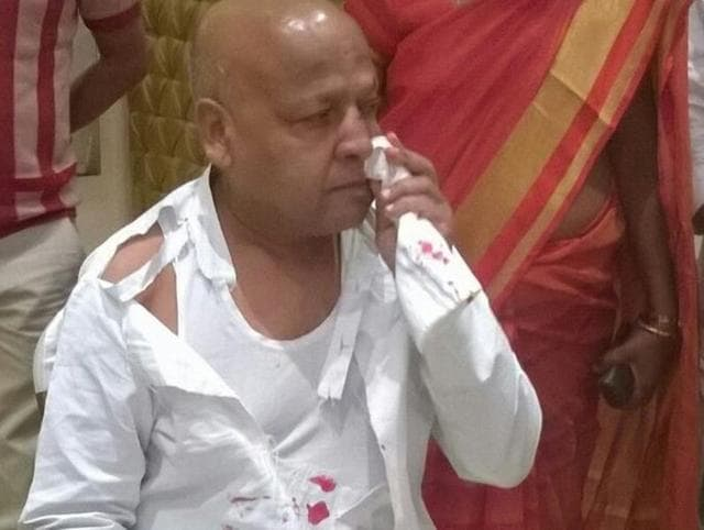 Congress MLA Gopaldas Agrawal was assaulted by BJP councillor Shiv Sharma in Gondia on Saturday.